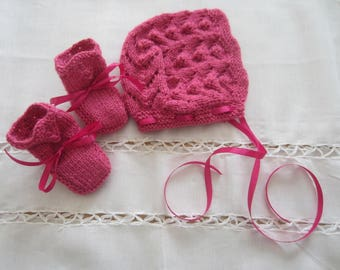 Set hat and booties newborn hot pink