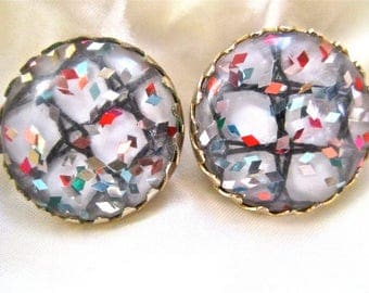 50s 60s  Sarah Covington Confetti Lucite Red Pink Blue Gold Tone Clip On Earrings Vintage Mad Men Bead Button Style