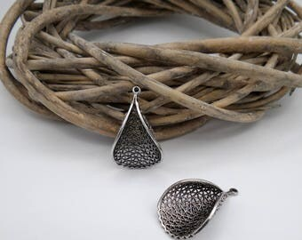 2 charms / pendants with curved silver metal filigree