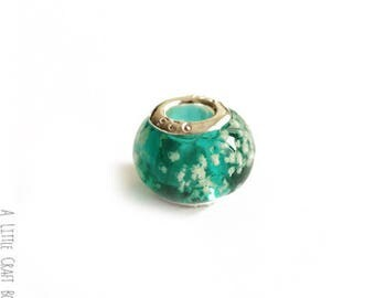 2 beads CHARMs mottled glass - turquoise / white