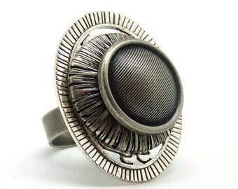 Silver Oval Ring FLATTERING KUMKA Tin