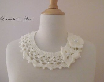 Ecru, decorated with flowers and pearls necklace!