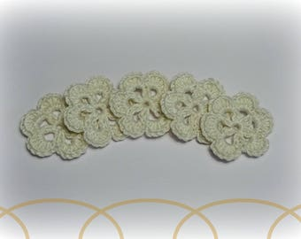 """5 patterns crocheted 3 cm (1.18 """") off-white flowers"""