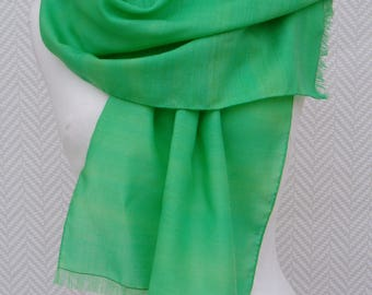 "Scarf, shawl, scarf wool Bunting ""Spring Green"" painted and rolled by hand by Lesaiguillesdemaman"