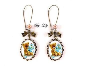 """Boucle d'oreille """" Ourson et fleurs bleues """" , rétro image cabochon !"""
