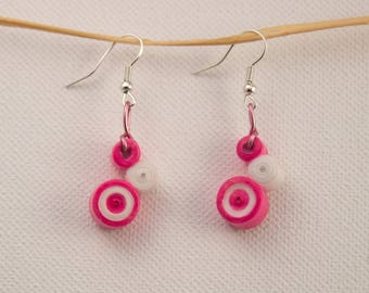 Pink and white staggered round quilling earrings