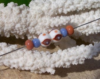 Set of small white and caramel beads