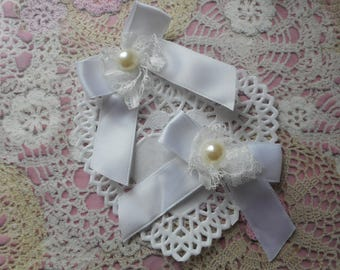 Knots satin white (with 2 bows) with white lace and Pearl 7,00 cm tall