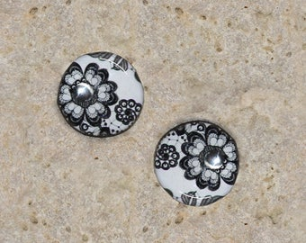 2 round cabochon 14 mm resin black white flower print