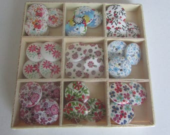 Deco spring buttons