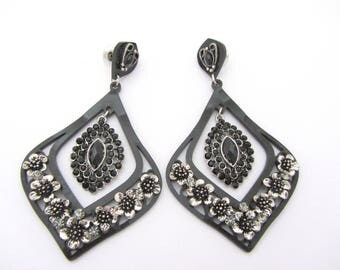 Black with small flowers dangle earring