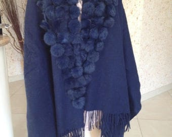 Cape wool and cashmere with blue rabbit fur tassels