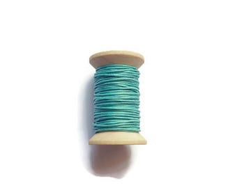 Green waxed cotton threads