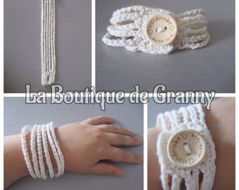 Boho Cuff Bracelet, white crochet cotton with wooden button / / gypsy / / Bohemian / / hippie