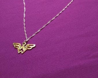 Wonder woman necklace with 18inch silver chain.