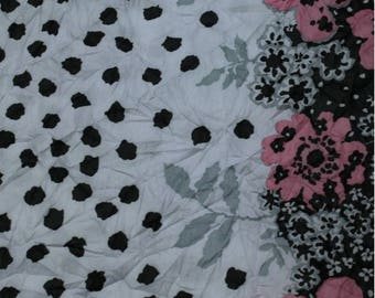 Coupon of 3 meters printed polyester flowers pink and black