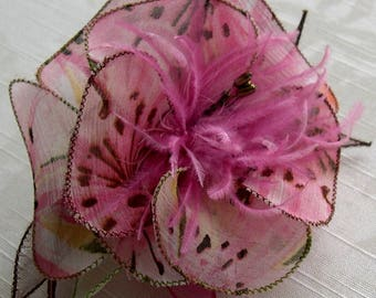 Large barrette flower fabric & feathers and pearls 010
