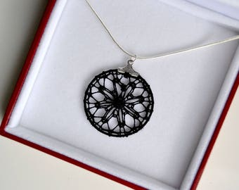 Pendant with eight grains of barley lace bobbin, black
