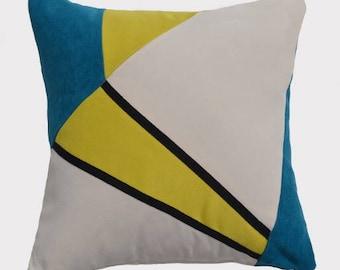Modern lines, geometric cushion, blue, yellow and white broken, enhanced by a black stripe.