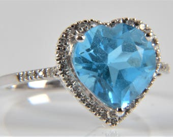 Heart Shaped Engagement Ring with a 4,21 Carat Blue Topaz and 32 Diamonds in 750/18 Carat Gold