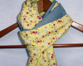Reversible scarf. Yellow and grey.