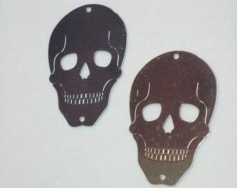 Metal skull connectors.