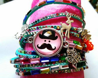 A lovely green bracelet with water and Rhinestones, silver charms and his mustache in 20 mm cabochon