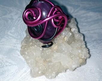 fuchsia and Black Aluminum wire ring