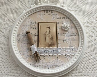 Romantic retro Anna: sheet music, linen and lace from tongs