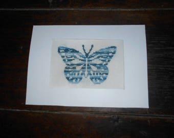 Grande carte brodée main sur toile - papillon bleu