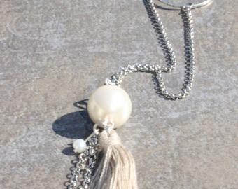 Elegant silver necklace cream Pompom