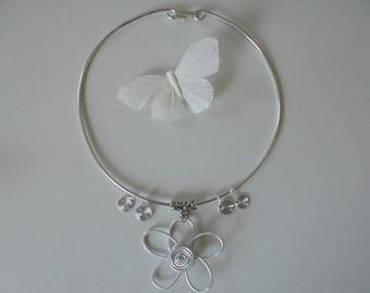 Lightweight aluminum and trendy Flower necklace
