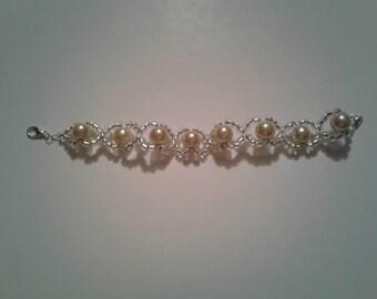 Loose fit pearl bracelet