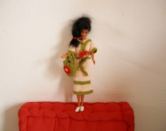 """""""hand knit"""" clothes (Assembly doll mannequin, barbie including a striped pink skirt of green with his belt, sleeve sweater"""