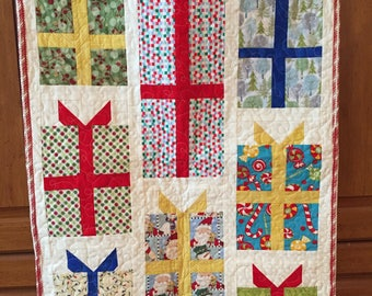 Christmas, quilted, decor, modern, wall hanging or table decoration