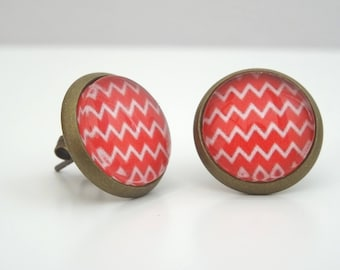 Earrings cabochon chips red and white zigzag