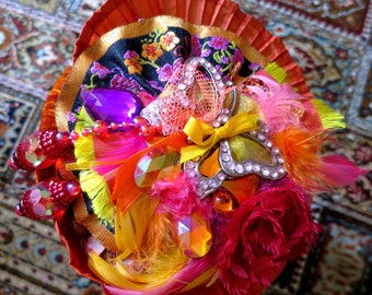 """""""Bibi"""" hat couture """"VIVA BRAZIL"""" blazing and its silver Butterfly decorated with pink rhinestones"""