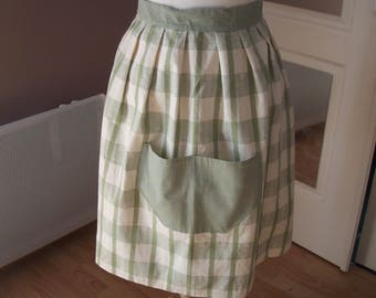 kitchen apron knotted at the waist checkered pattern green on ecru background