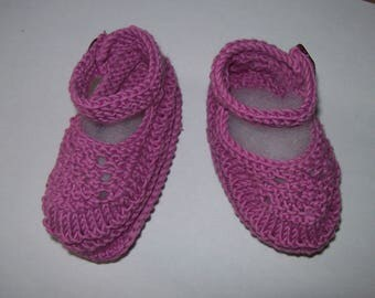 baby booties baby sandal collar shape. cyclamen