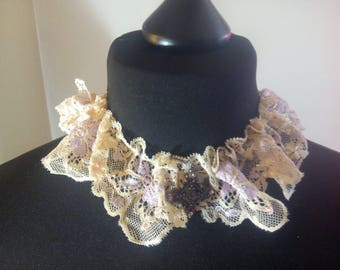 Collar with lace and pendant