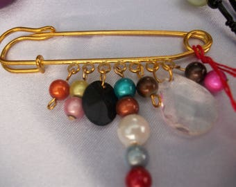 Brooch pin gold and multicolor.