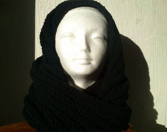 SNOOD, COWL, NECK PIECE HAS THE HANDS OF WOOL