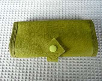 Case, pouch to slip into the purse