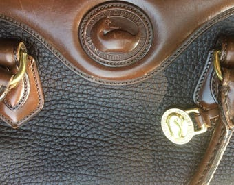 Dooney and Bourke Authentic Purse- GREAT condition!!