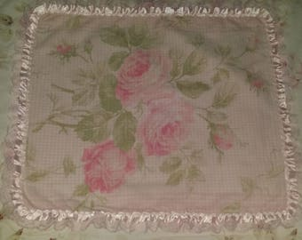 GORGEOUS DOILY SHABBY CHIC WITH A FLORAL FABRIC