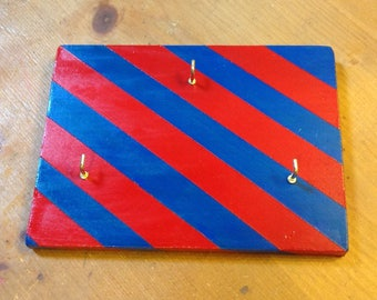 Wooden key hanging board - red and blue stripes