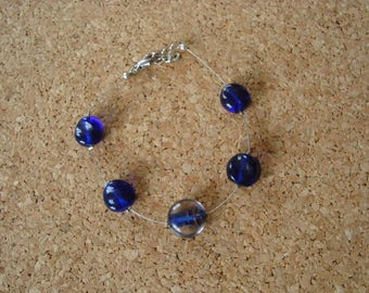 Bracelet simple glass beads in shades of blue
