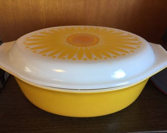 Vintage yellow sunflower Pyrex with lid