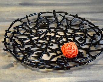 Stylish black web plate