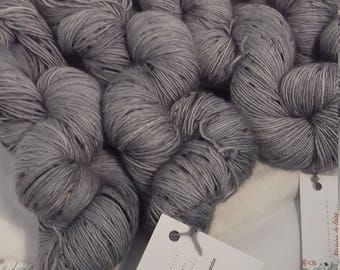 Wool hand dyed by hand 100% Merino fingering singles